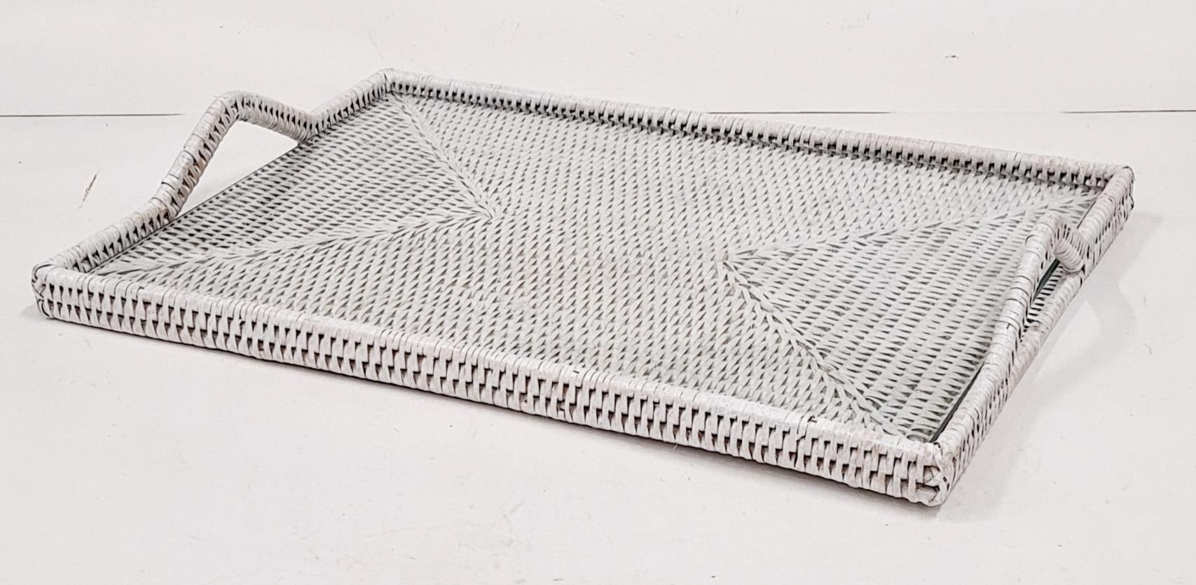 Поднос плетеный из ротанга натуральный ротанг, стекло белый