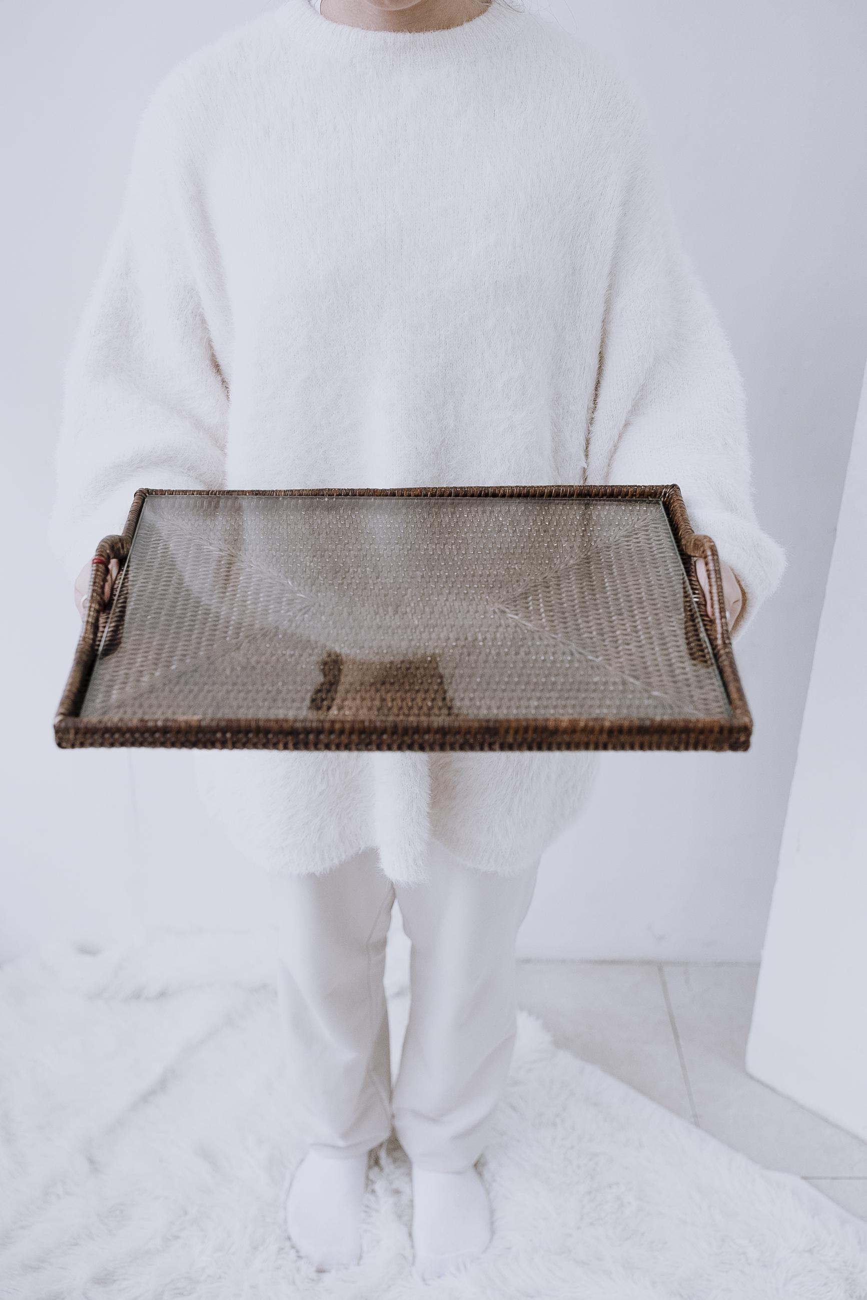 Поднос плетеный из ротанга натуральный ротанг, стекло коричневый
