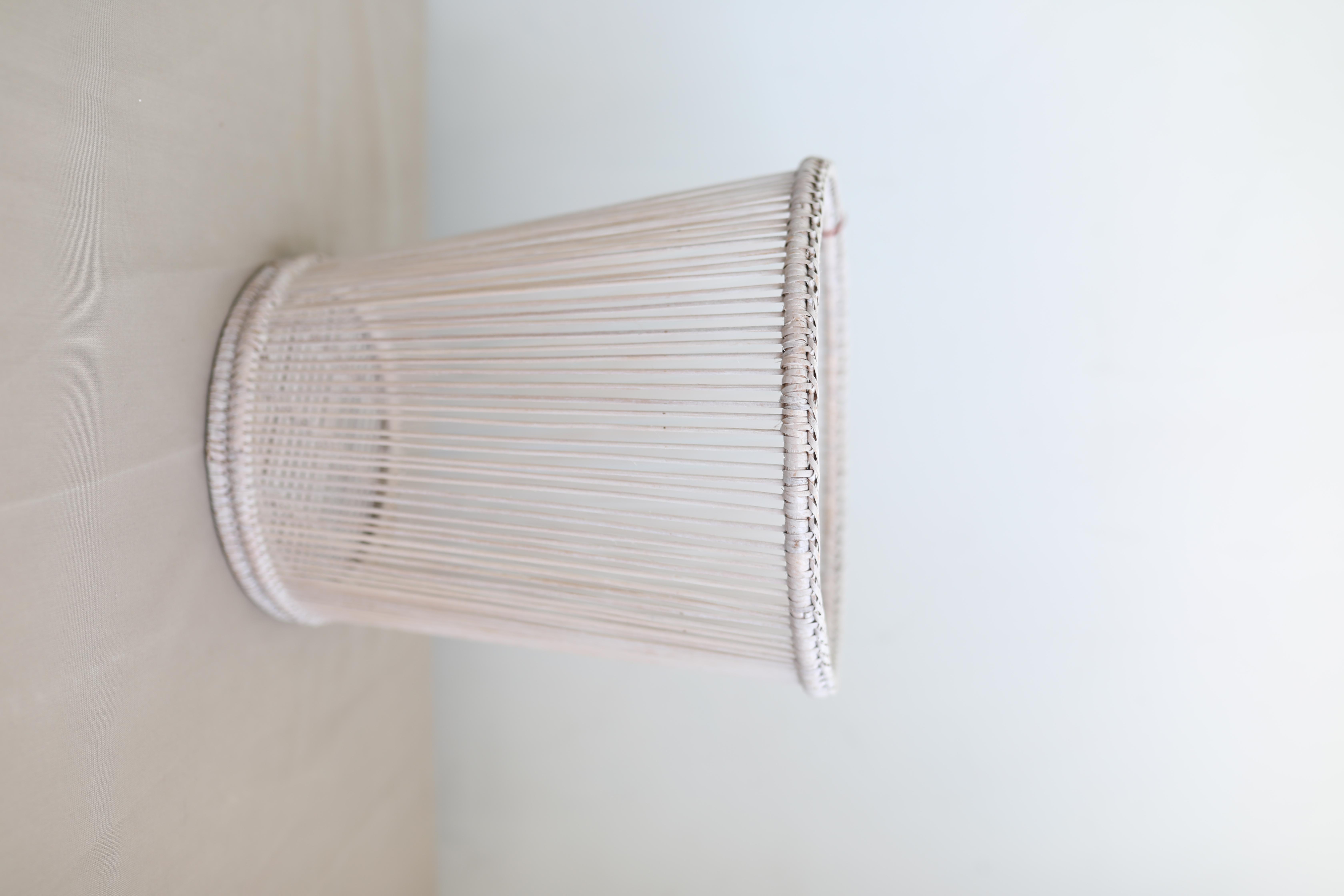 Корзина для мусора или кашпо натуральный ротанг белый